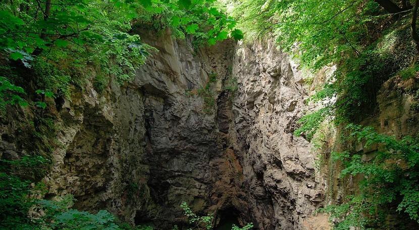 Descubren República Checa cueva inundada más profunda mundo