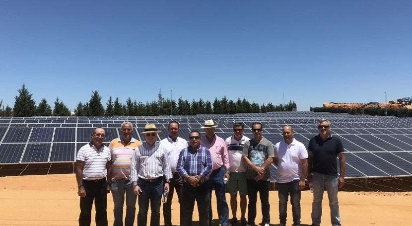 Junta Gobierno Comunidad Regantes visita planta fotovoltaica