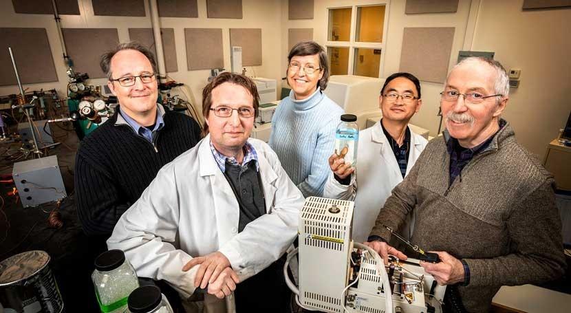 estudio detecta primera vez microplásticos fuente común agua potable