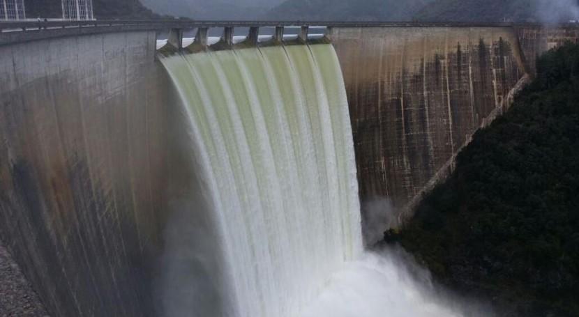 Suelta en el Pantano de Susqueda (fuente: twitter de la Agencia Catalana del Agua @aigua_cat)