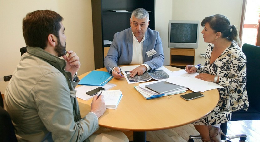 Gobierno gallego estudia mejora infraestructuras hidráulicas Barreiros
