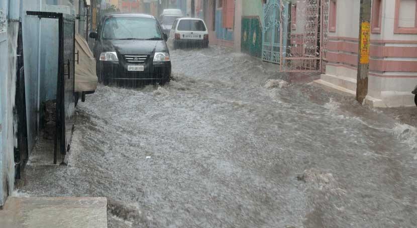 Ya son más 300 fallecidos inundaciones India y 1,2 millones desplazados