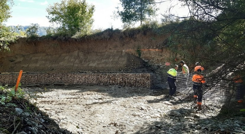 URA restaura tramo margen derecha río Vadillo paso Jokano, Kuartango
