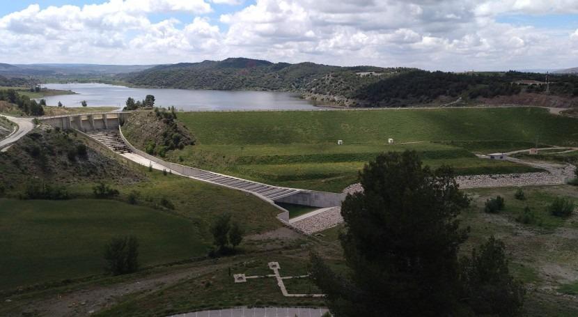 embalse Lechago (Teruel) aporta caudales al río Jiloca cubrir demandas riego