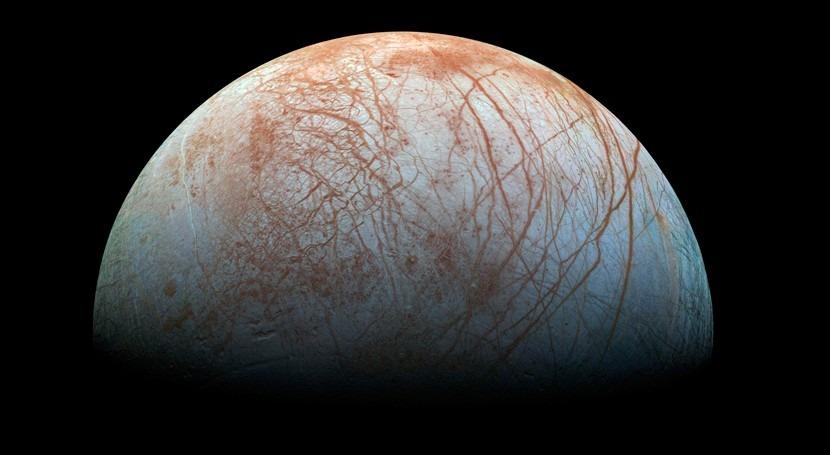 actividad luna Europa Júpiter, ¿relacionada océano superficie?