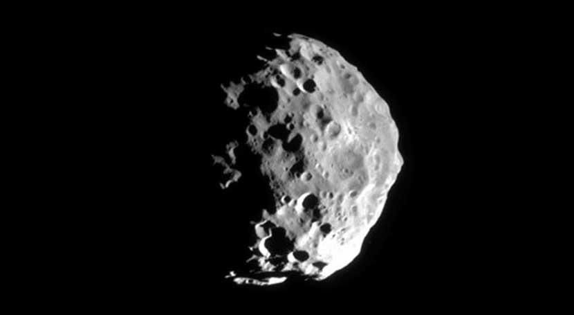 agua hallada luna Febe arroja nuevos datos cómo se formó Sistema Solar