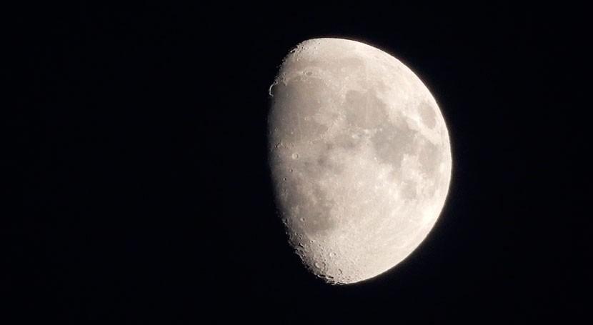 Moléculas agua podrían estar permanentes toda superficie Luna