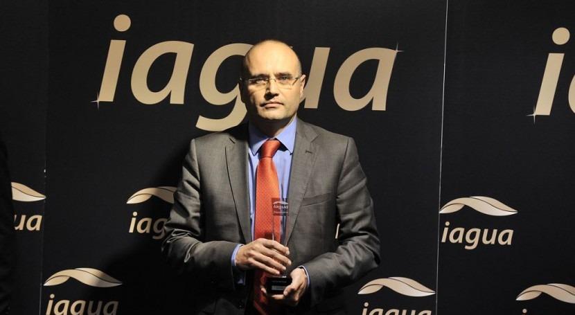 Manuel Cermerón, director general de Aqualoy, recoge el Premio iAgua 2014 a mejor entidad