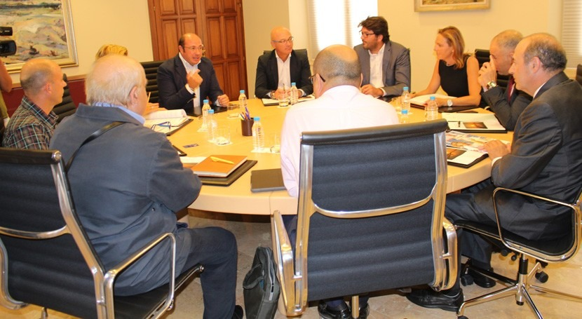 Gobierno murciano estudia impulsar turismo Mar Menor