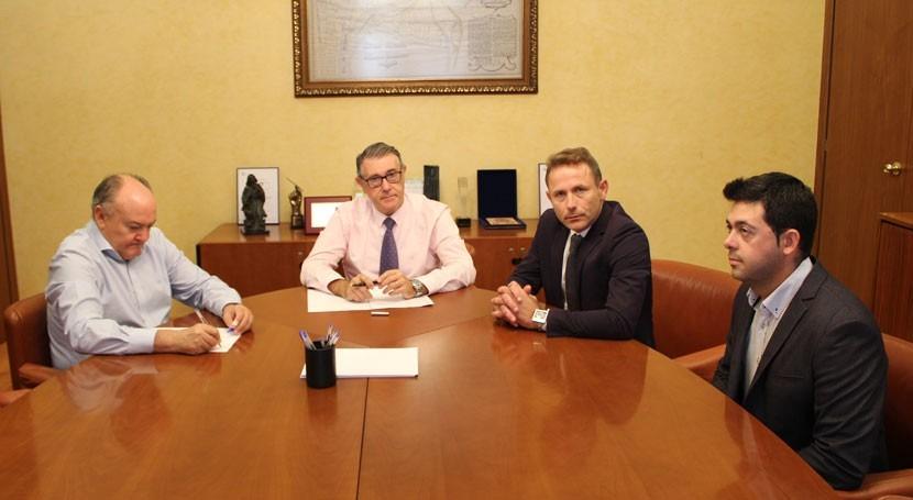 presidente CHS se reúne alcalde Torre Pacheco tratar asuntos cuenca