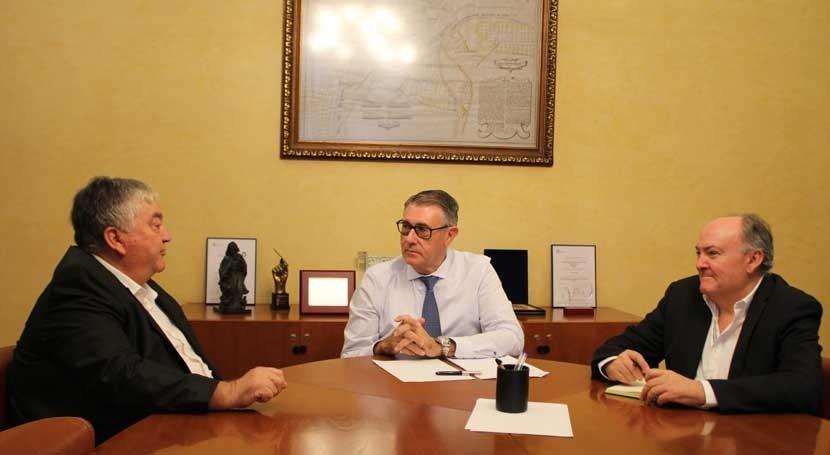 San Miguel Salinas expone reivindicaciones regantes Confederación Segura