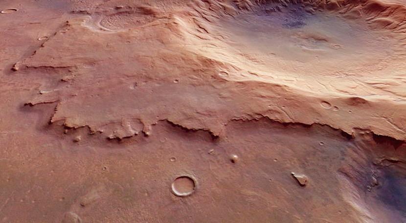 Descubren cráter Marte depresión central que pudo ser esculpida agua