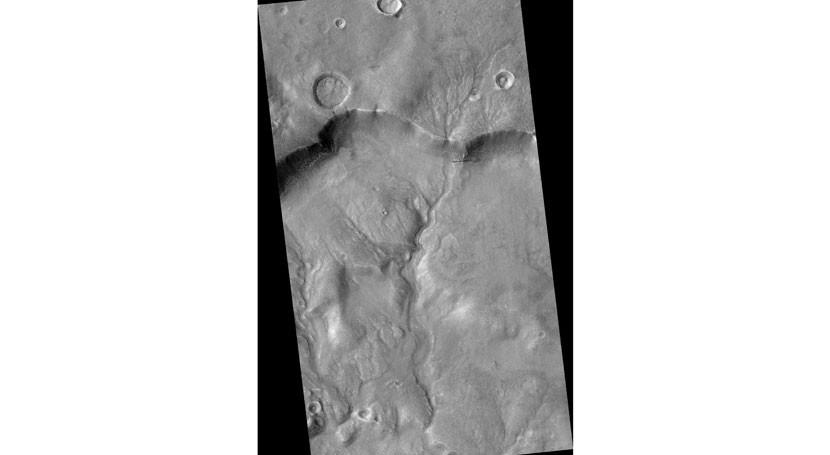 Descubren huellas canal tallado agua Marte