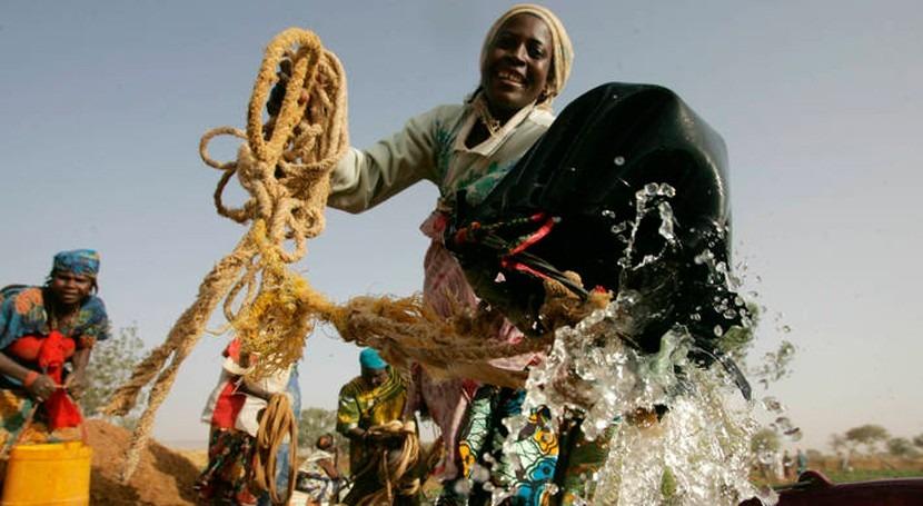 acceso al agua potable toda población es esencial desarrollo sostenible
