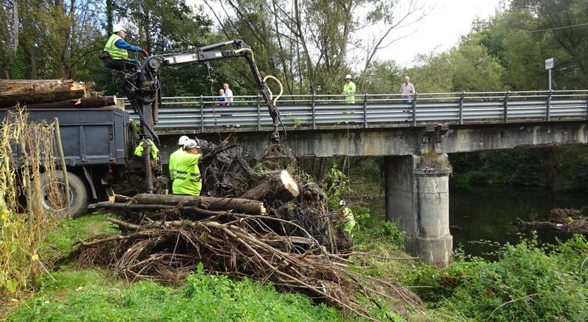 CHC finaliza limpieza depósitos acumulados río Nalón paso Quintaniella