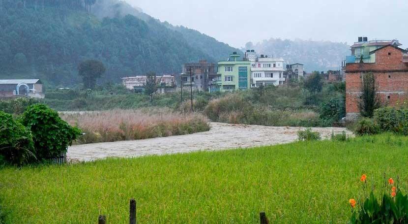 Ascienden 43 fallecidos inundaciones y deslizamientos tierra Nepal