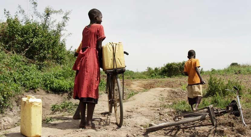 Miles niños mundo siguen acceso agua potable