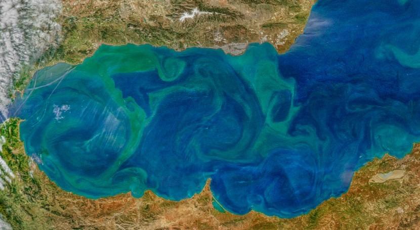 investigación mide trayectoria agua superficie y profundidad océano