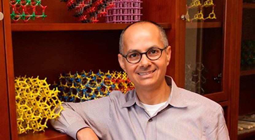 Omar Yaghi, hombre capaz fabricar agua potable cielo