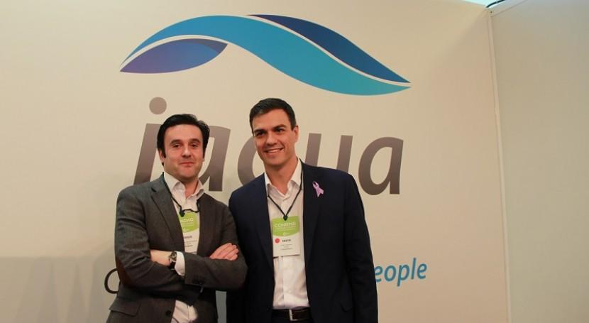 Pedro Sánchez, líder PSOE, visita stand iAgua CONAMA 2014