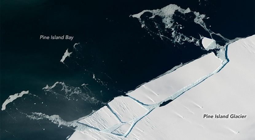 réplica terremoto glaciar Pine Island derrama otro iceberg antártico