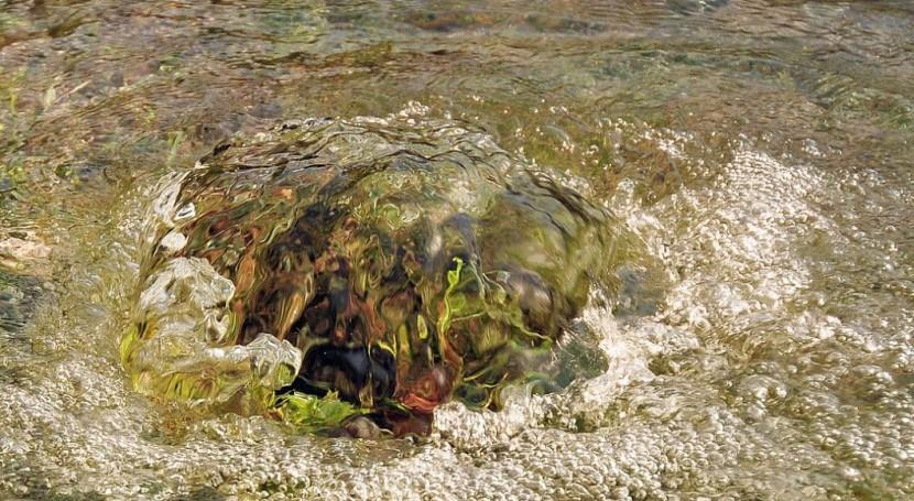 Pozo artesiano (Wikipedia).