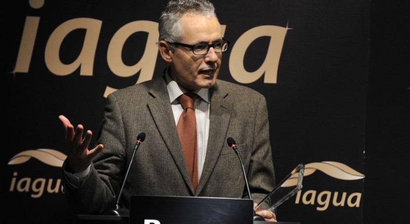 Alberto Garrido de la UPM en el momento de recoger el premio.