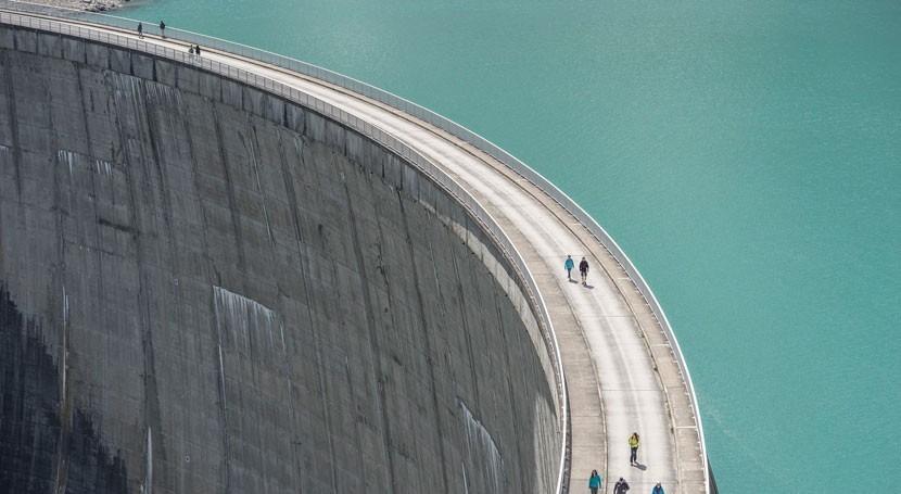papel presas mitigar riesgo inundaciones debido al cambio climático