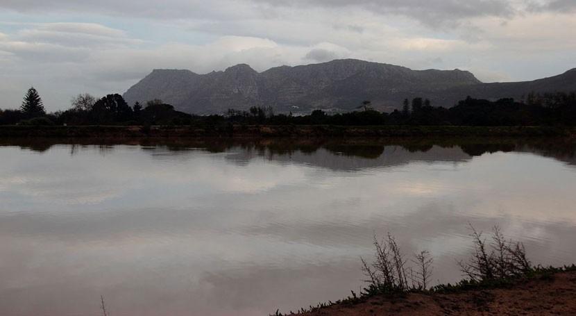 8 muertos causa inundaciones Provincia Occidental Cabo, Sudáfrica