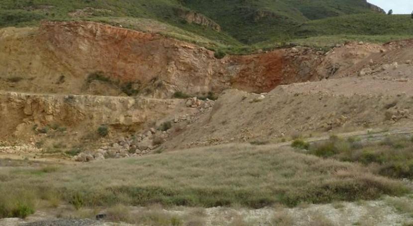 Residuos orgánicos y lodos facilitan restauración suelos degradados minería