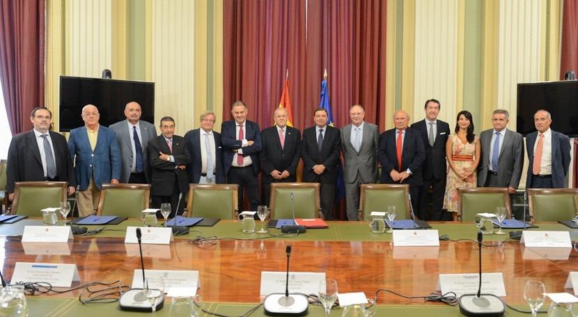 Luis Planas se reúne directivos FENACORE analizar retos regadío España
