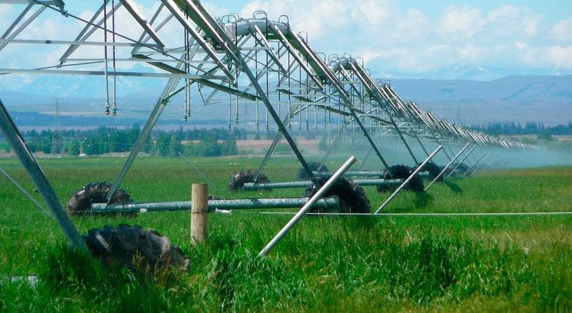 ¿Cuál es papel agricultores uso eficiente agua?