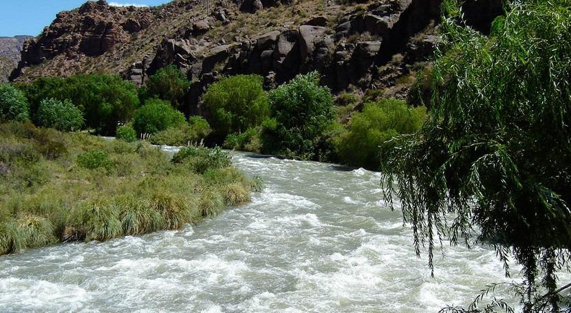 Urge solución al conflicto interprovincial río Atuel Argentina