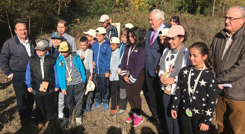 CHMS visita al CEIP Flores Sil durante elreconocimiento río Meruelo Molinaseca