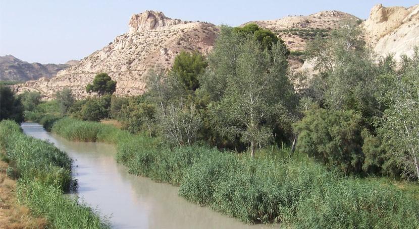 """López Miras: """" cuenca Segura tiene déficit hídrico y trasvases son necesarios"""""""