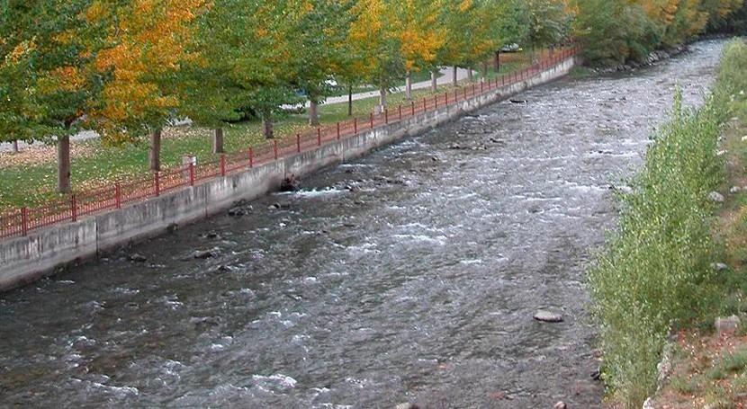 río Valira Andorra y Lleida aparece verde tratamiento