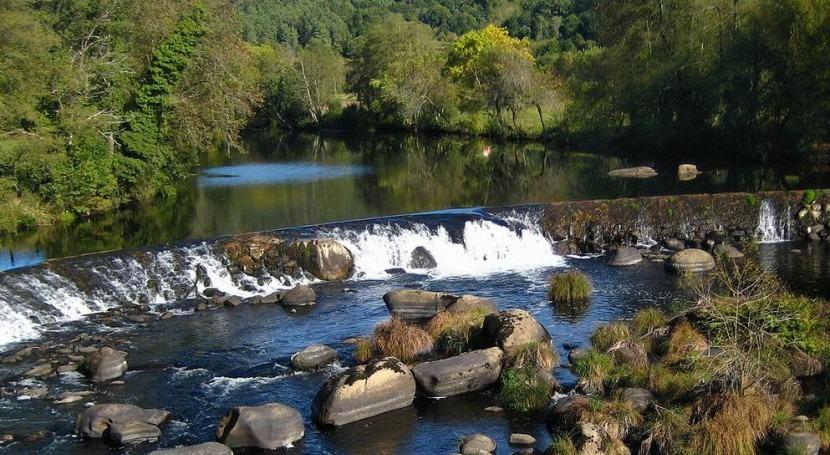 Río Tambre a su paso por Ames (Wikipedia/CC).