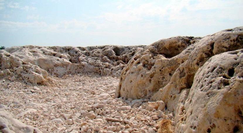 rocas lunares podrían producir agua gracias al viento solar