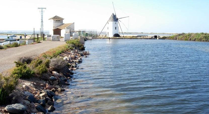 marcha depósito almacenar agua y evitar vertidos al Mar Menor San Pedro Pinatar