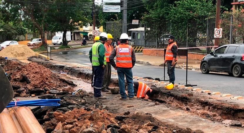 Continúan trabajos rehabilitación red alcantarillado sanitario Asunción