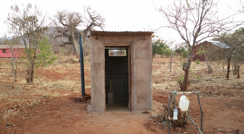 Agua y saneamiento Tanzania: Investigación e innovación construcción letrinas