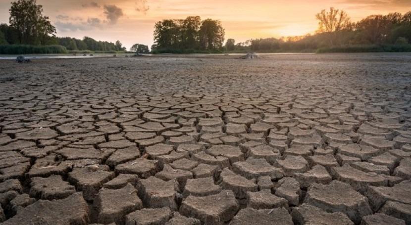 agua y correlación desempleo
