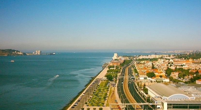 Desembocadura del Tajo en Lisboa (Wikipedia).