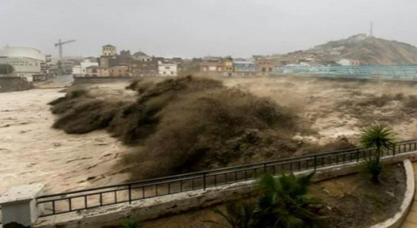 Rambla de Nogalte durante la riada de San Wenceslao.