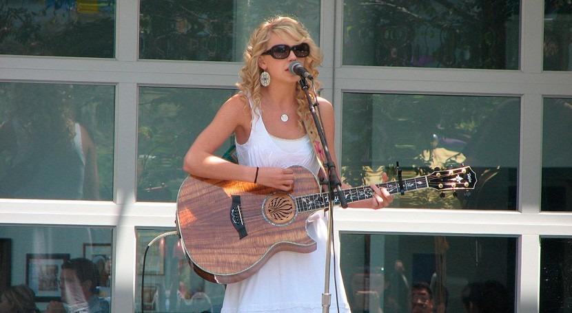 Taylor Swift dona 50.000 dólares al Banco Alimentos Lousiana inundaciones