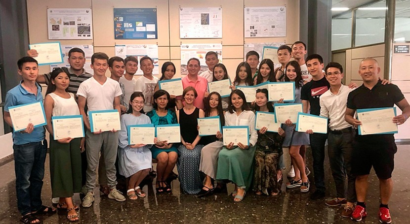 Investigadores IIAMA imparten curso alumnos Universidad Kazajistán