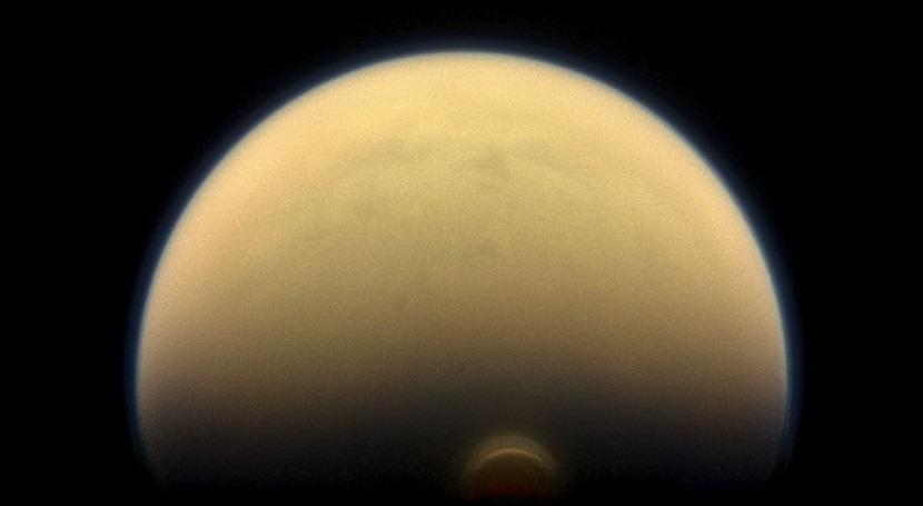 NASA encuentra inmensa nube hielo Polo Sur Titán