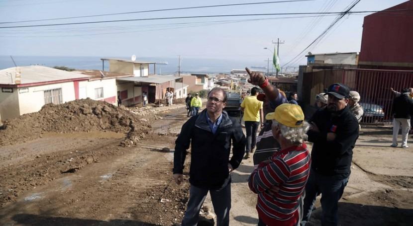 Visita del ministro Undurraga a la zona afectada por la inundación (MOP)