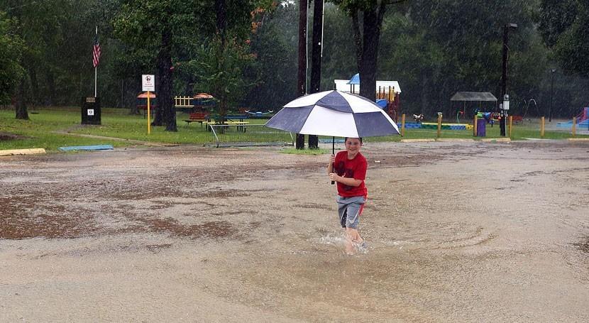 Declarado toque queda nocturno Houston inundaciones