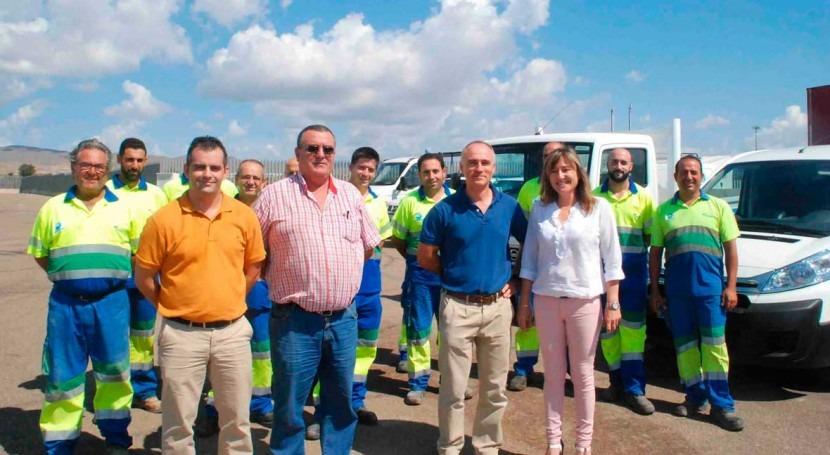 Ayuntamiento Níjar y Emanagua presentan nuevos vehículos Servicio Municipal Aguas